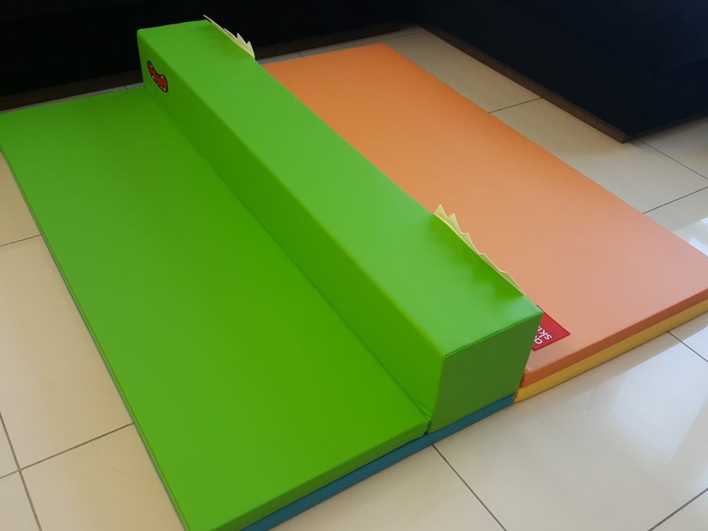 Transformable into a divider like this and play with your child