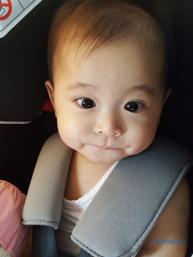 Taking a photo of Baby A in her car seat. I had 4 hours of nothing much to do in the car!