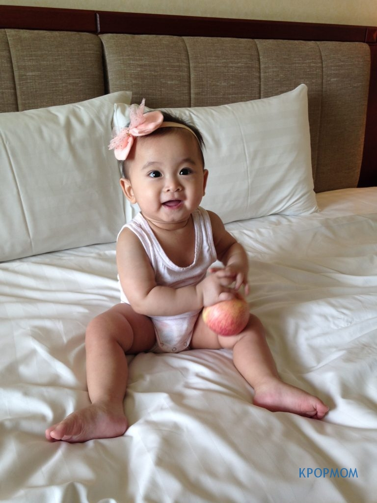Some photoshoot session with Baby A. Using the apple that the hotel provides as prop! haha