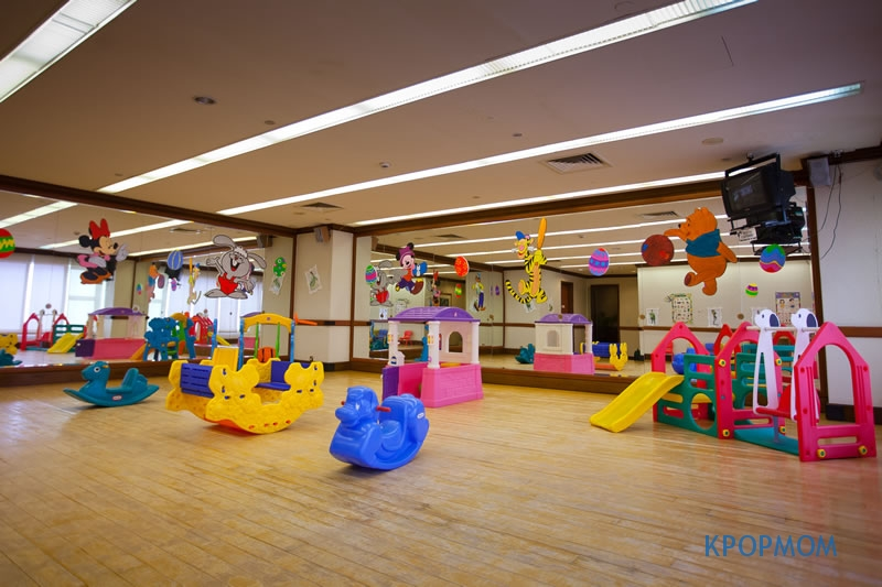 This is how the kids room look like. It is under-utilized though! It's always empty when we are there. Felt as if we booked the whole place!