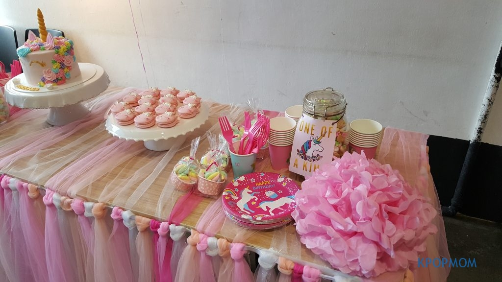 Other simple decorations - jar filled with colorful cookies, unicorn disposable plates, poms poms and marshmallows.